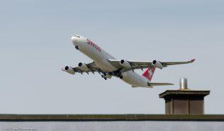 Swiss_A343_HB-JMJ_ZRH150726_01