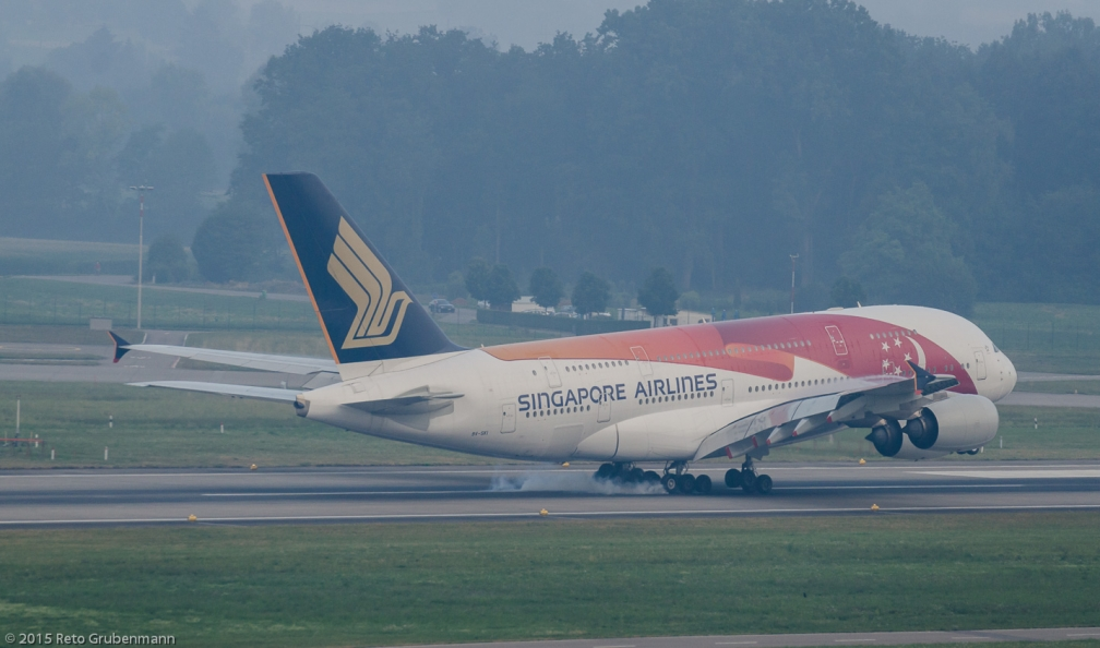 SingaporeAirlines_A388_9V-SKI_ZRH150802_03