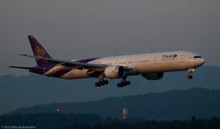 ThaiAirways_B77W_HS-TKO_ZRH150813_01