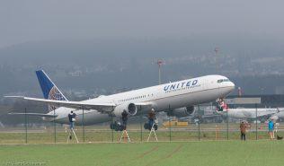 UnitedAirlines_B764_N68061_ZRH151206