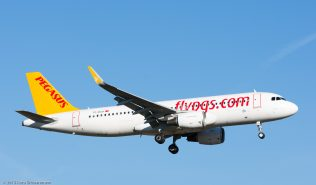 PegasusAirlines_A320_TC-DCH_ZRH151226
