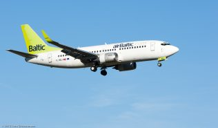 airBaltic_B733_YL-BBJ_ZRH151226