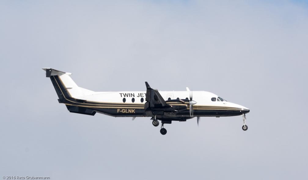 TwinJet_B190_F-GLNK_ZRH160118