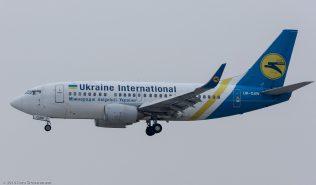 UkraineInternationalAirlines_B735_UR-GAW_ZRH160119