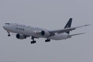 UnitedAirlines_B764_N76055_ZRH160119_01