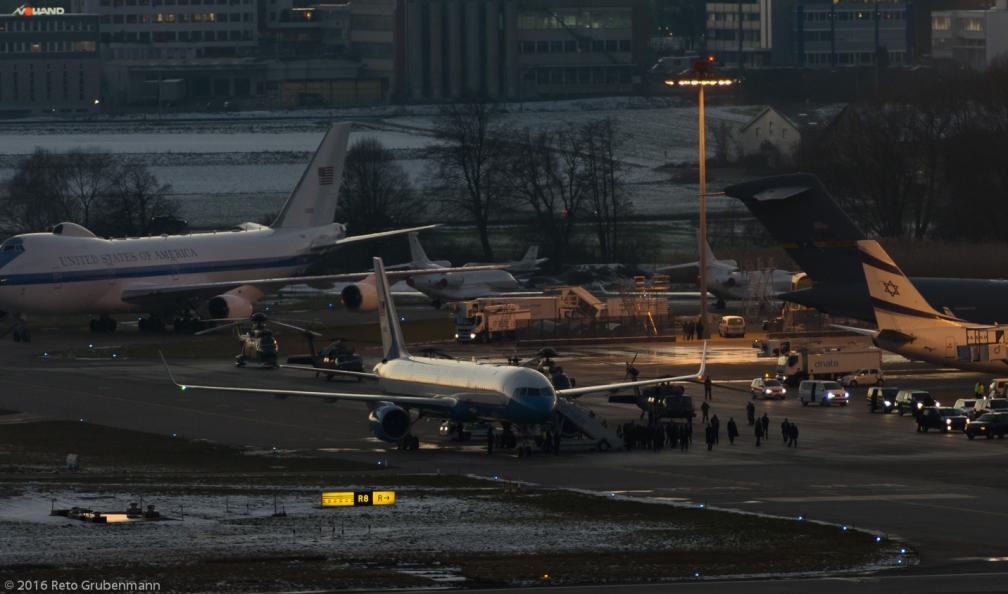 USAF_B752_98-0001_ZRH160121_02
