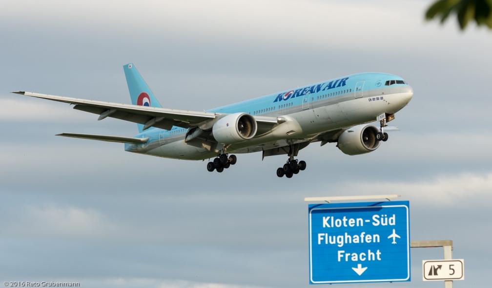 KoreanAir_B772_HL7530_ZRH160705