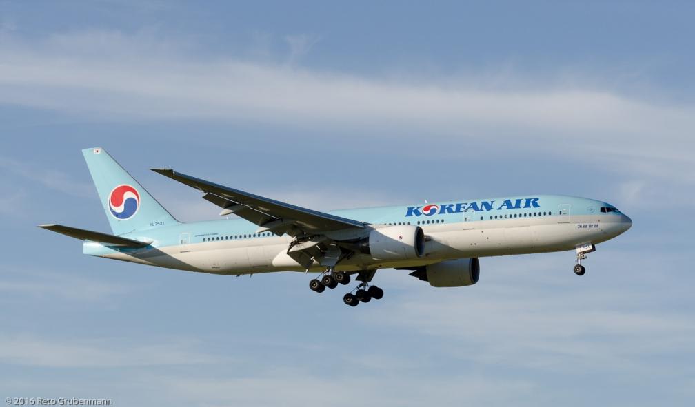 KoreanAir_B772_HL7531_ZRH160709_01