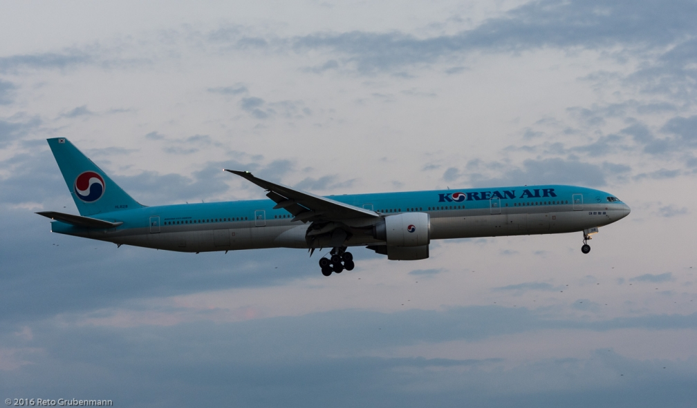 KoreanAir_B77W_HL8218_ZRH160730