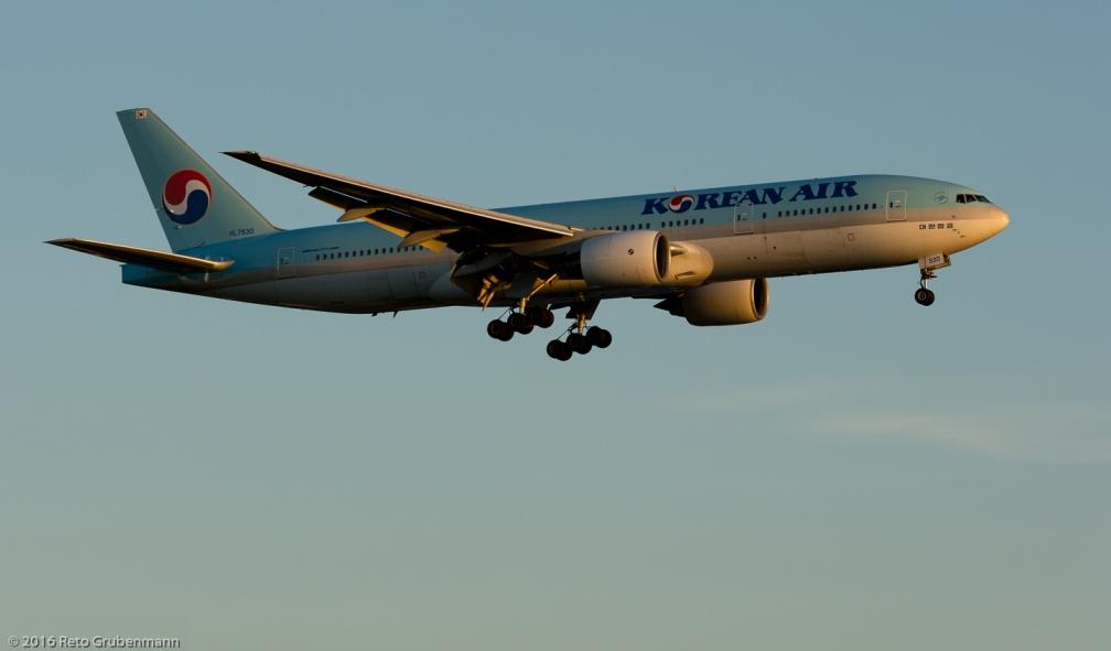 KoreanAir_B772_HL7530_ZRH160813