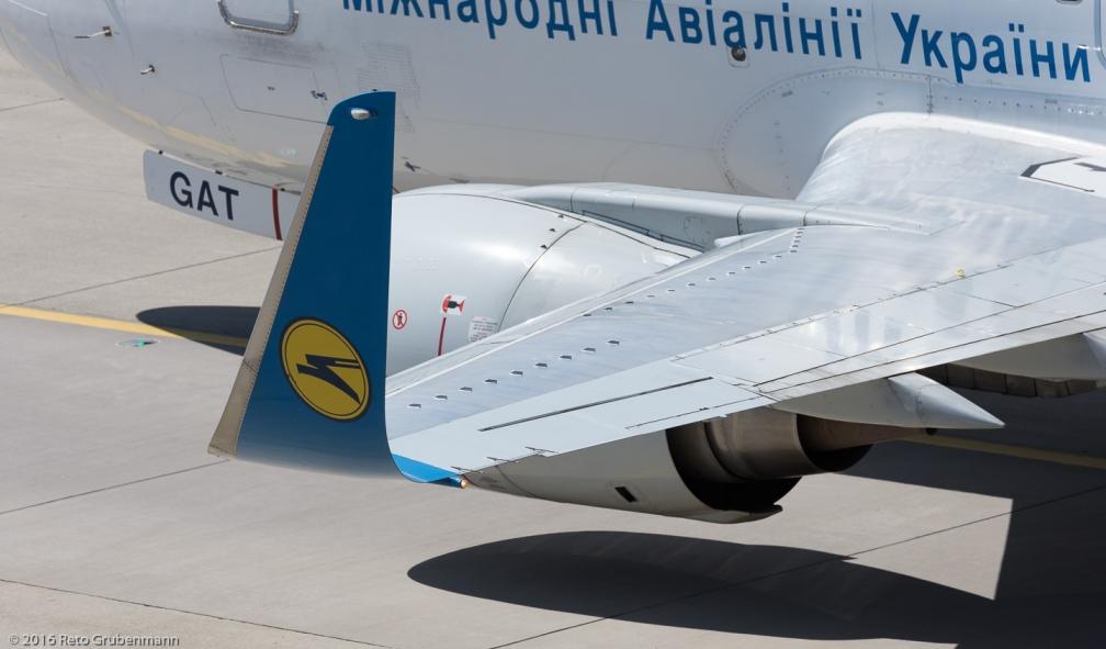 UkraineInternationalAirlines_B735_UR-GAT_ZRH160814