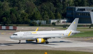 vueling_A320_EC-MDZ_ZRH160827