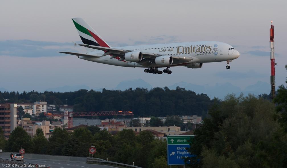 Emirates_A388_A6-EEU_ZRH160827_02