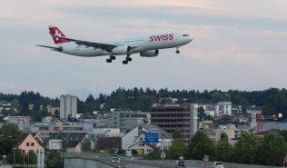 Swiss_A333_HB-JHE_ZRH160828