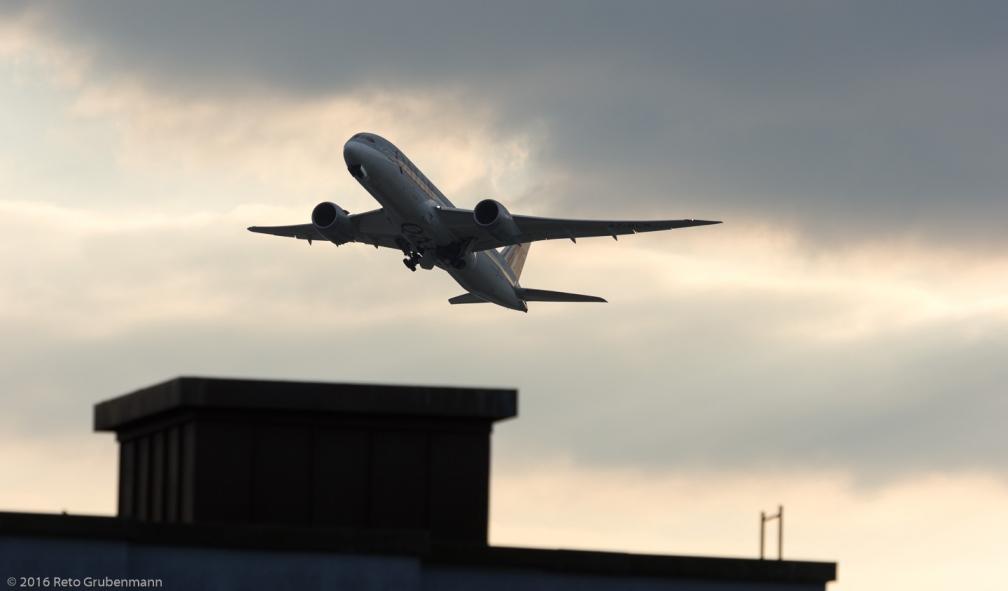 QatarAirways_B788_A7-BCN_ZRH160830_01