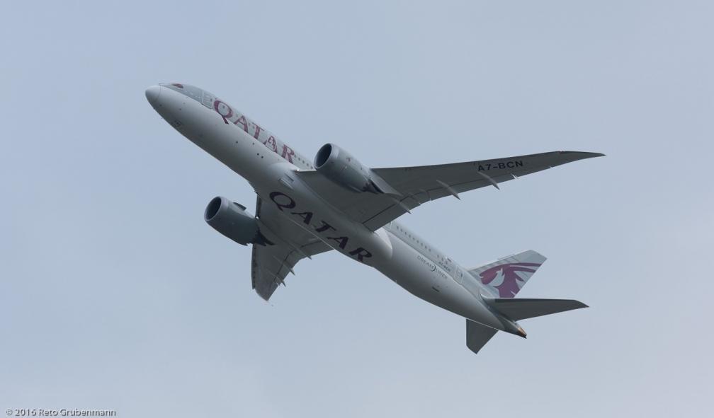 QatarAirways_B788_A7-BCN_ZRH160830_02