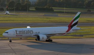 EmiratesSkyCargo_B77L_A6-EFS_ZRH161004_01