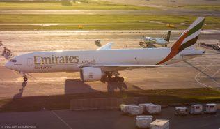 EmiratesSkyCargo_B77L_A6-EFS_ZRH161004_03