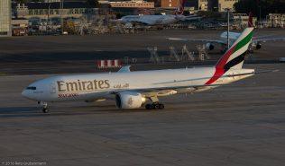 EmiratesSkyCargo_B77L_A6-EFS_ZRH161004_06