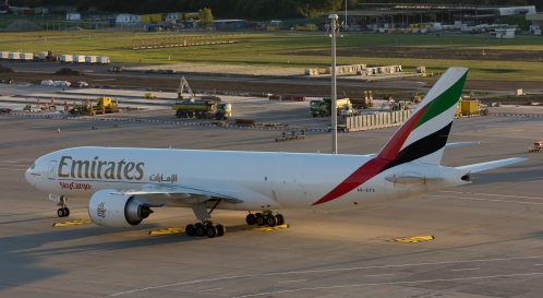 EmiratesSkyCargo_B77L_A6-EFS_ZRH161004_05