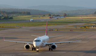 HelveticAirways_E190_HB-JVL_ZRH161007