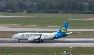 UkraineInternationalAirlines_B733_UR-GAH_ZRH161008