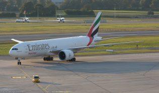 EmiratesSkyCargo_B77L_A6-EFG_ZRH161011_01