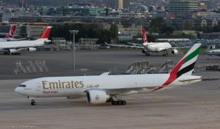 EmiratesSkyCargo_B77L_A6-EFG_ZRH161011_02