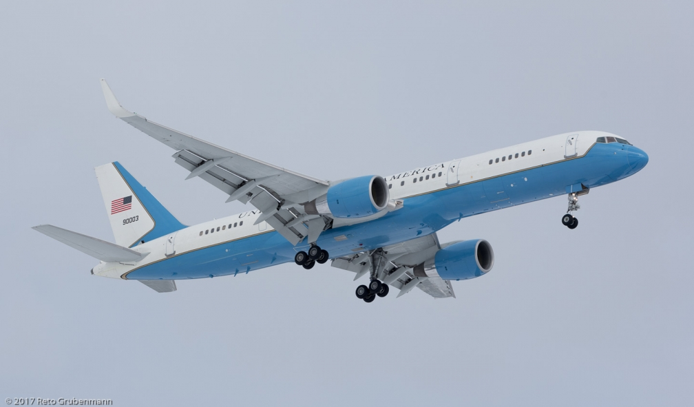 USAF_B752_99-0003_ZRH170116
