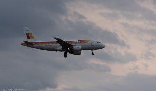 Iberia_A319_EC-HGR_ZRH170321