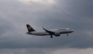 Lufthansa_A320_D-AINE_ZRH170321