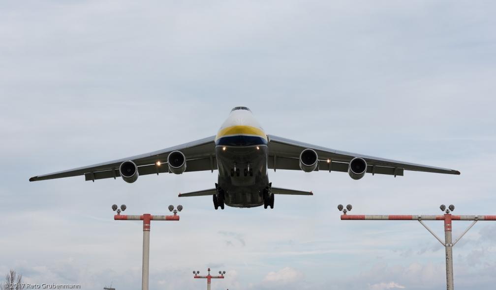 AntonovAirlines_A124_UR-82007_ZRH170410_02