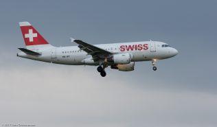 Swiss_A319_HB-IPT_ZRH170416