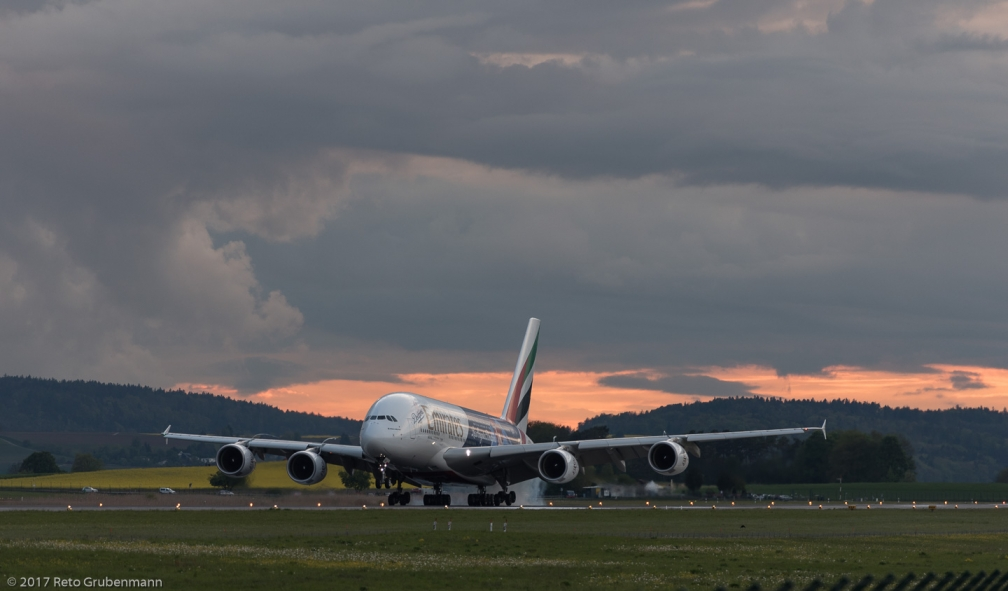 Emirates_A388_A6-EON_ZRH170504_01