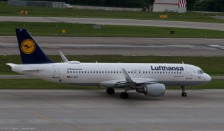 Lufthansa_A320_D-AIZY_ZRH170524