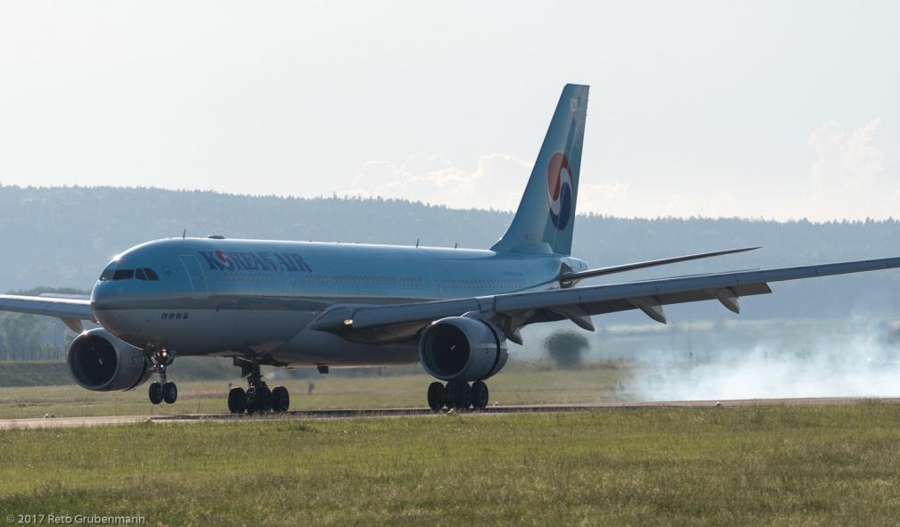 KoreanAir_B772_HL8276_ZRH170527