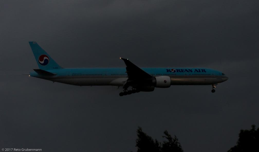 KoreanAir_B77W_HL8208_ZRH170603