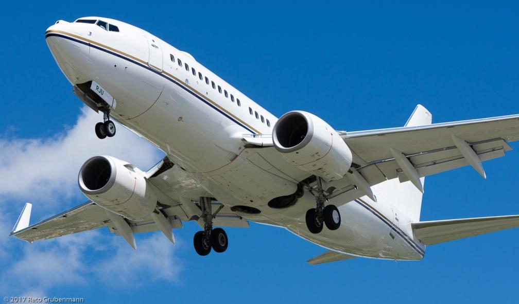 RoyalJet_B737_A6-RJU_ZRH170604