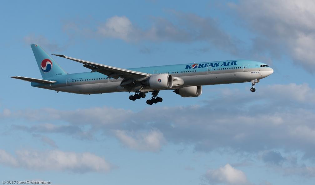 KoreanAir_B77W_HL8208_ZRH170606