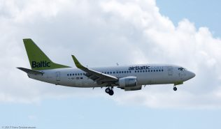 airBaltic_B733_YL-BBY_ZRH170607