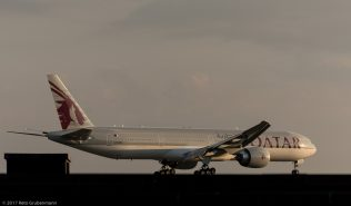 QatarAirways_B77W_A7-BED_ZRH170612_06