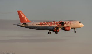 easyJet_A320_G-EZWE_ZRH170625