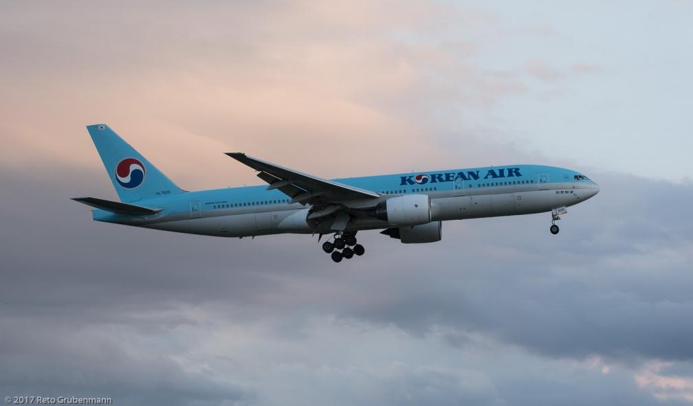 KoreanAir_B772_HL7526_ZRH170805