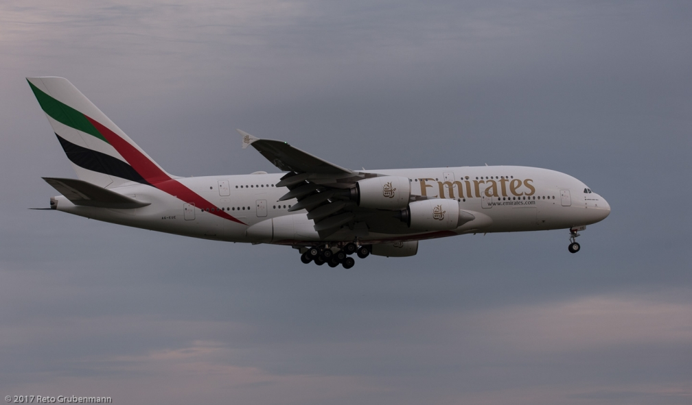 Emirates_A388_A6-EUE_ZRH170812