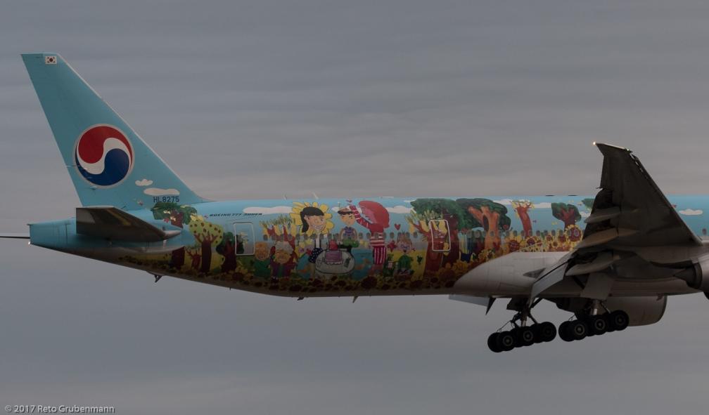 KoreanAir_B77W_HL8275_ZRH170812_02