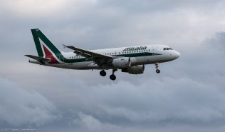 Alitalia_A319_EI-IMV_ZRH170911
