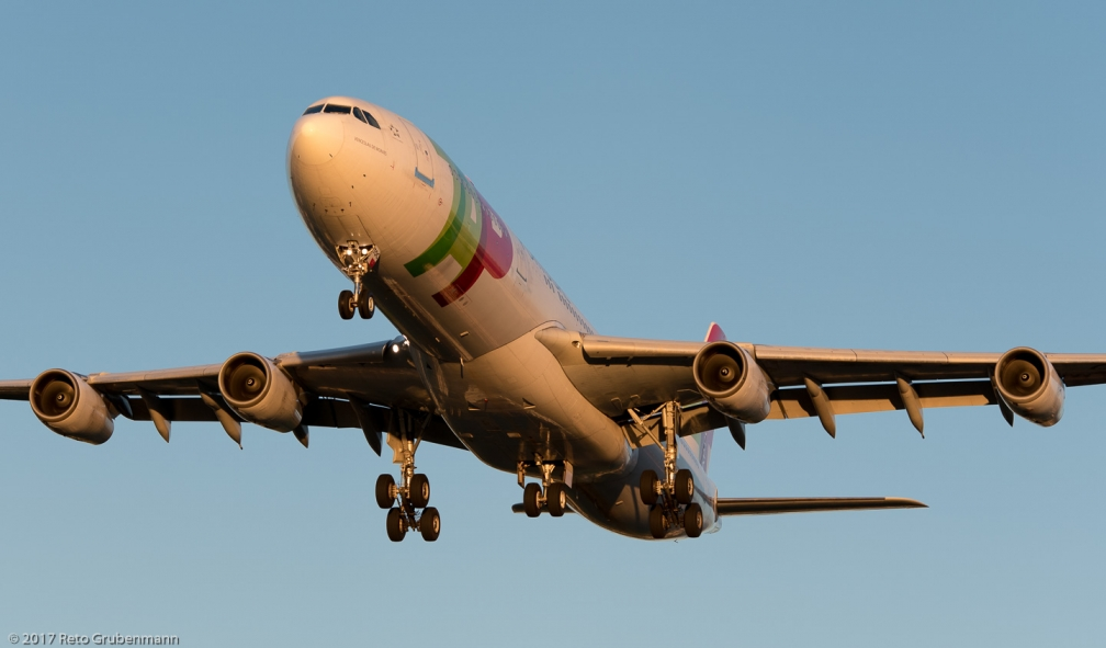 TAPPortugal_A343_CS-TOC_ZRH171003