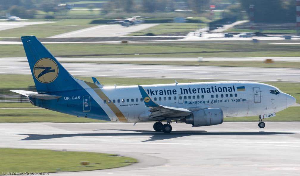 UkraineInternationalAirlines_B735_UR-GAS_ZRH171025