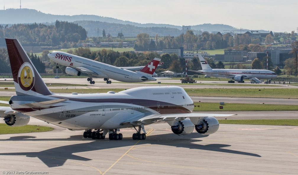 WorldwideAircraftHolding_B748_VQ-BSK_ZRH171025_03