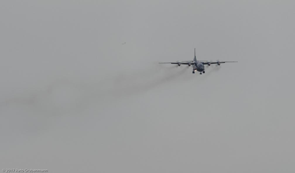 UkraineAirAlliance_AN12_UR-CNT_ZRH171028_01